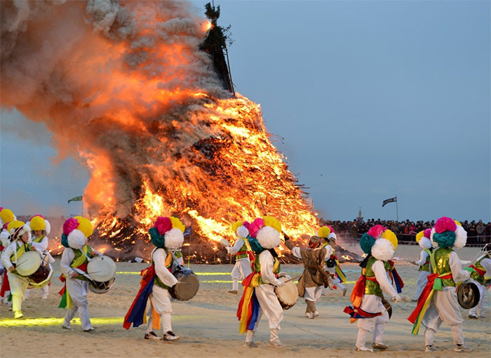 Asian Festivals: Jeongwol Daeboreum Fire Festiva