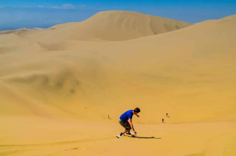 Huacachina, Peru: Sand boarding
