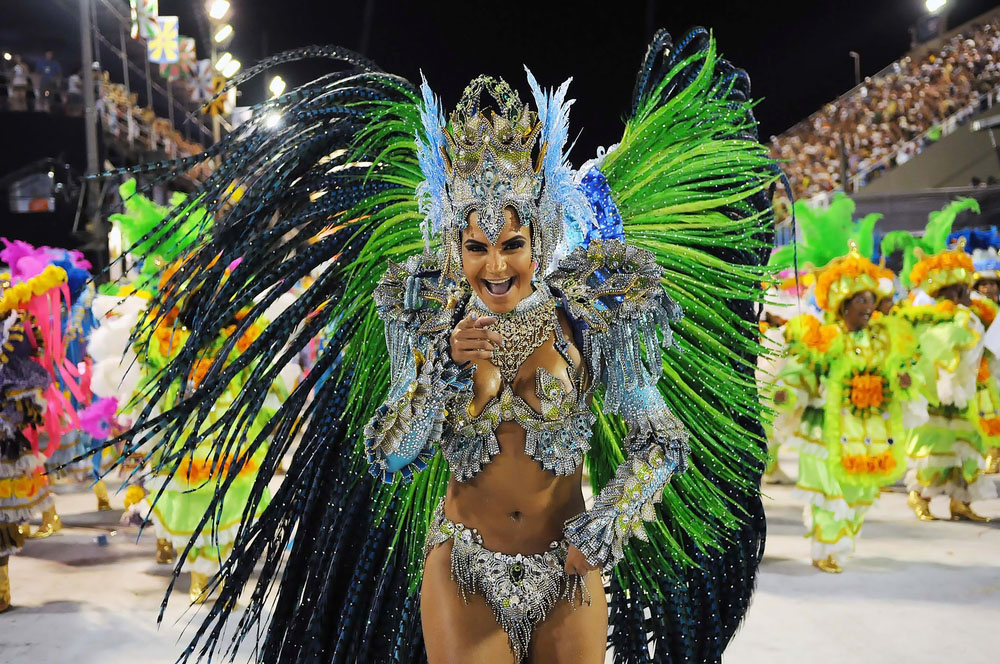 Женщины панталонах батман и рокко большой бразильский карнавал эротика кино смотреть