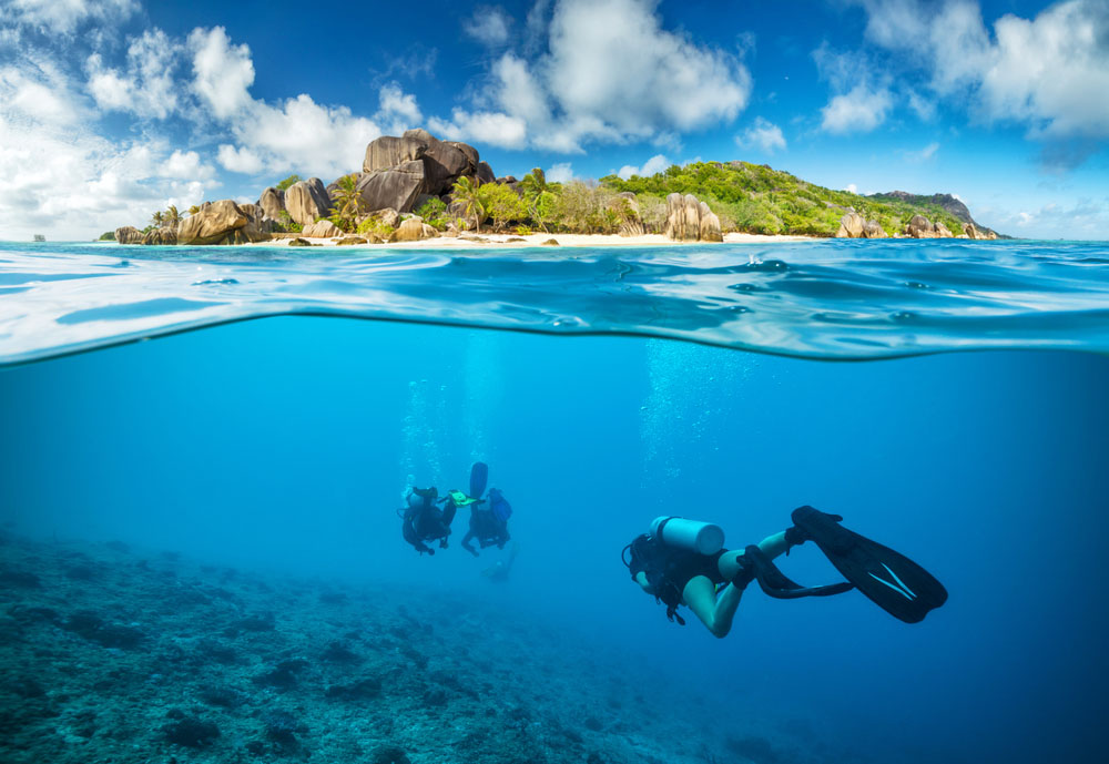 Indonesian Islands: Divers in Seychelles
